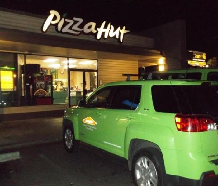 Commercial Pizza Hut in Salem Oregon